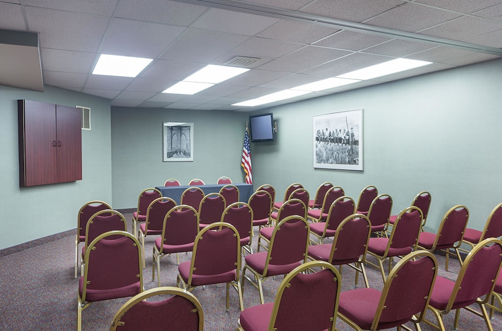 Meeting Facility, Quality Suites Lansing