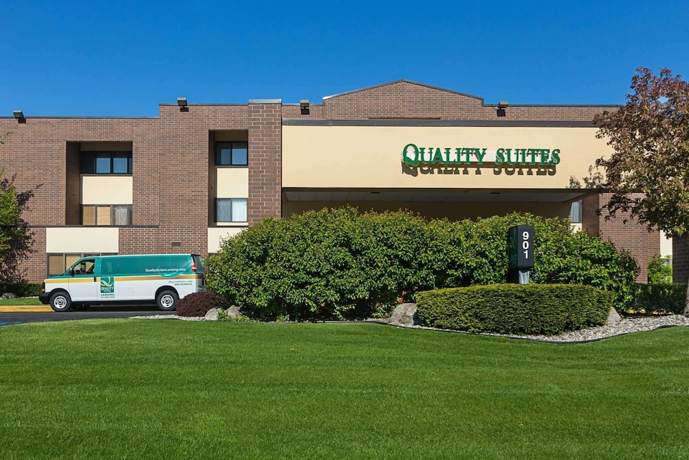 Featured Image, Quality Suites Lansing