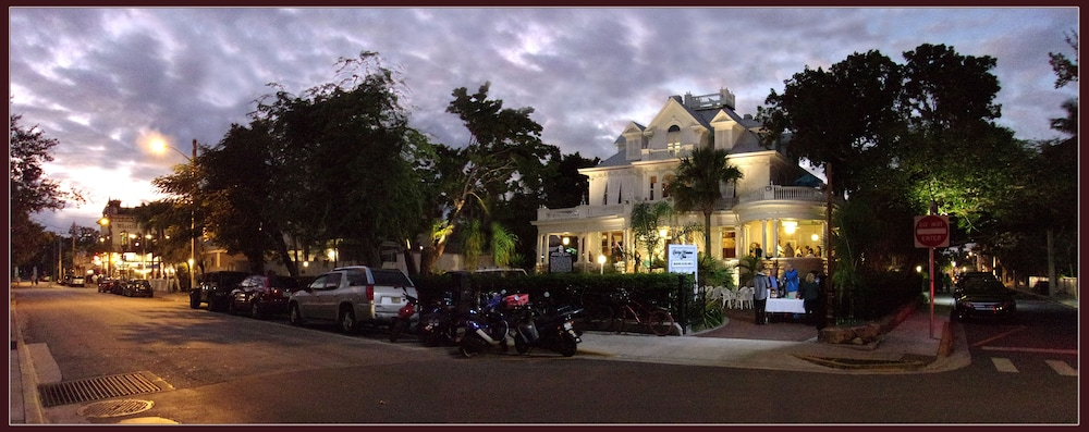 Front of Property - Evening/Night, Amsterdam's Curry Mansion Inn