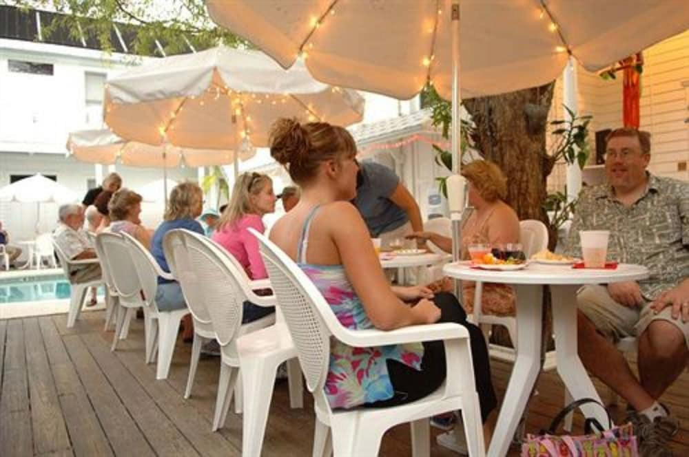 Outdoor Dining, Amsterdam's Curry Mansion Inn
