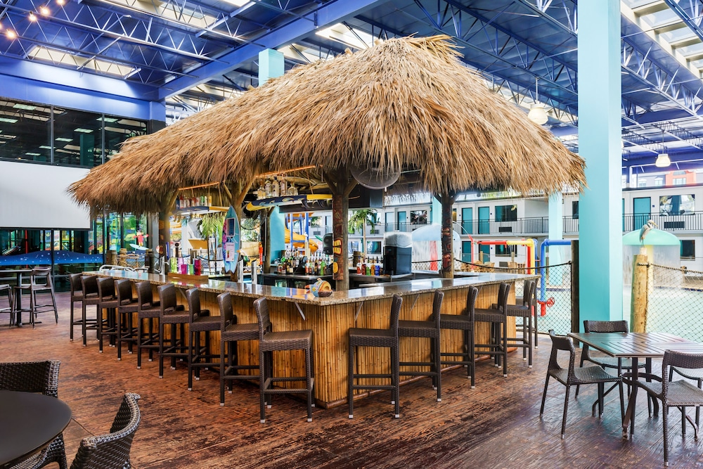 Poolside Bar, CoCo Key Hotel and Water Resort-Orlando