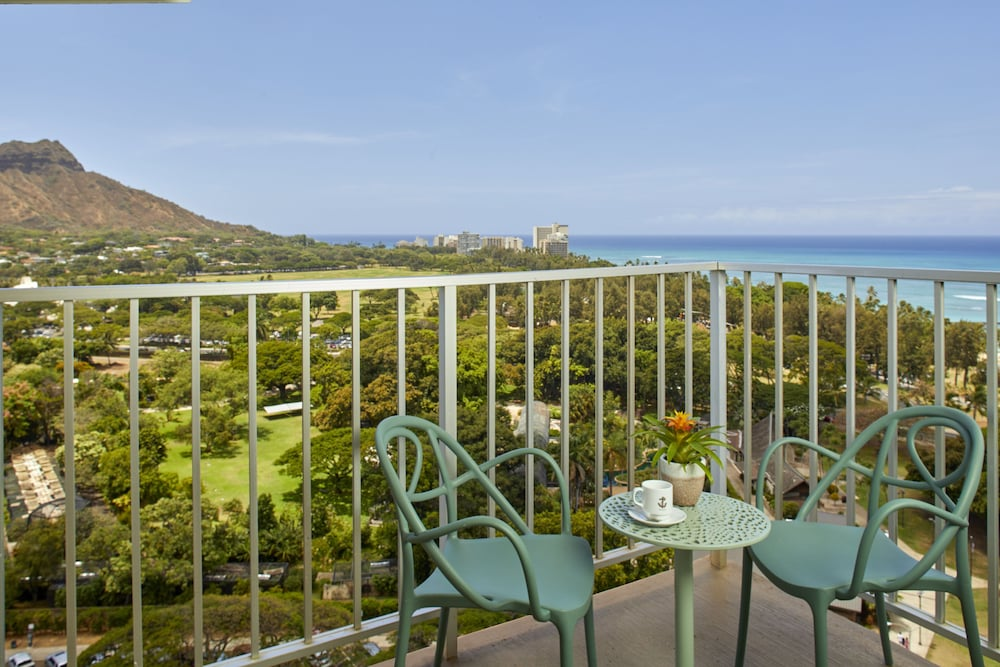 Balcony View, Queen Kapiolani Hotel