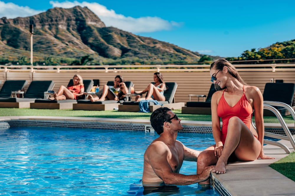 Outdoor Pool, Queen Kapiolani Hotel