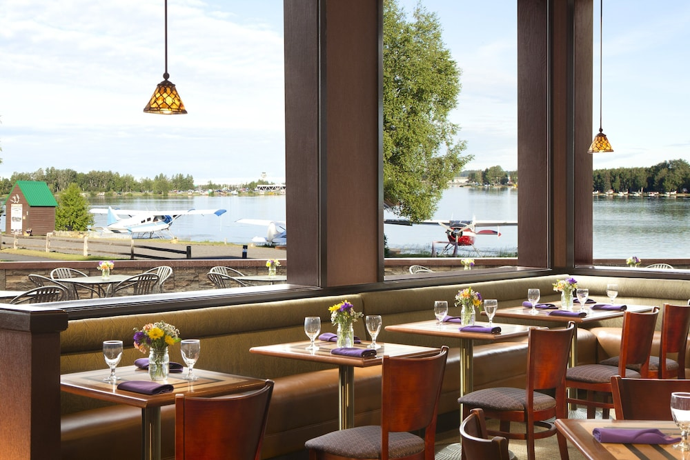 Restaurant, The Lakefront Anchorage