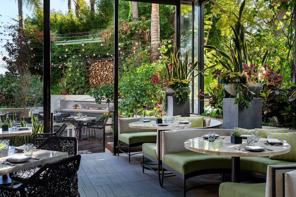 Outdoor Dining, Four Seasons Los Angeles at Beverly Hills
