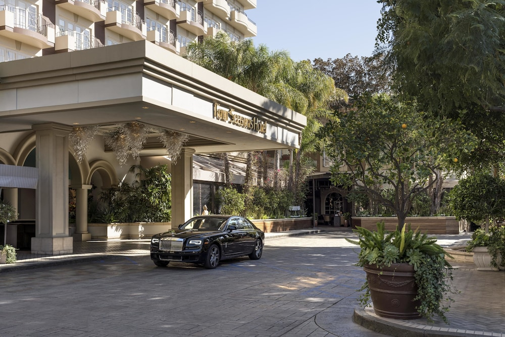 Front of Property, Four Seasons Los Angeles at Beverly Hills