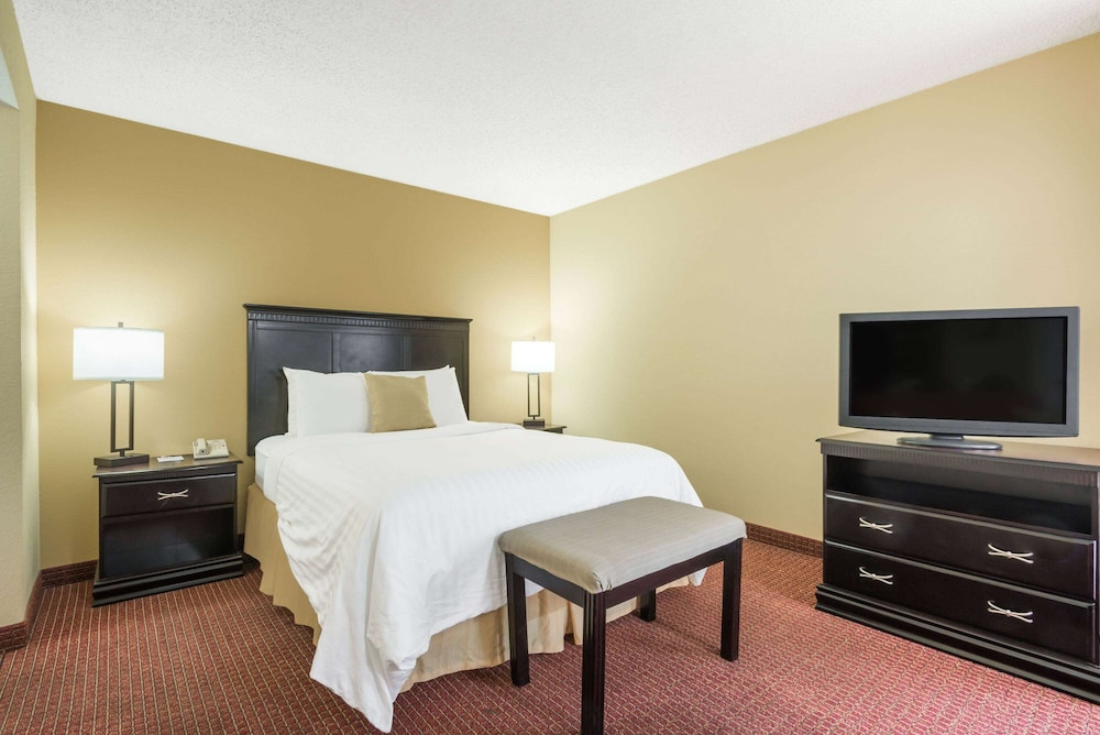 Room, Hawthorn Suites Dayton North