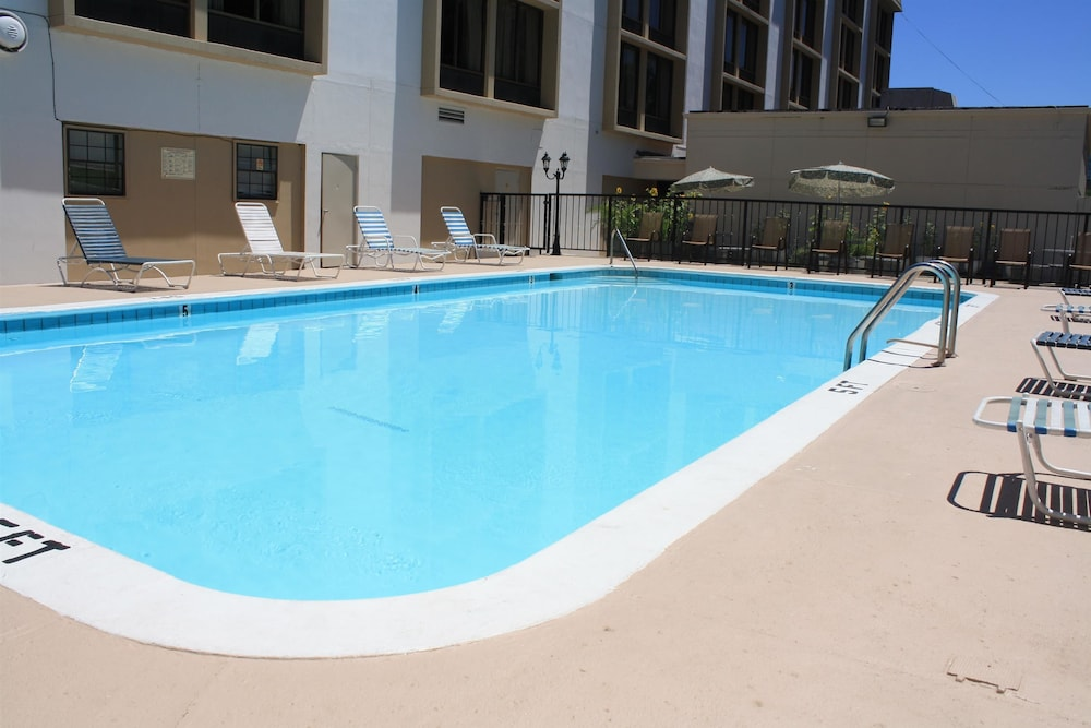 Pool, Best Western Plus Music Row