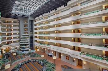 Holiday Inn University Plaza-Bowling Green Deals & Reviews