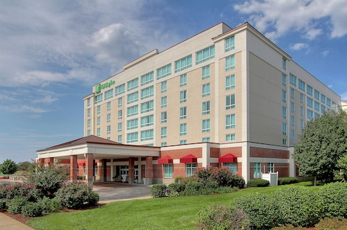 Great Place to stay Holiday Inn University Plaza-Bowling Green near Bowling Green