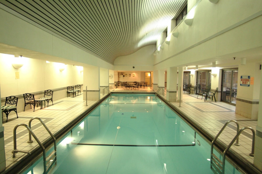 Indoor Pool, Courtyard by Marriott Chicago Downtown River North