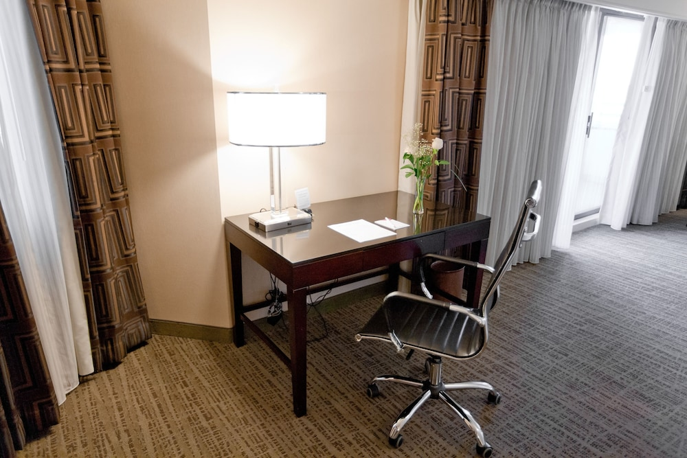 Room Amenity, Crowne Plaza St. Louis Airport