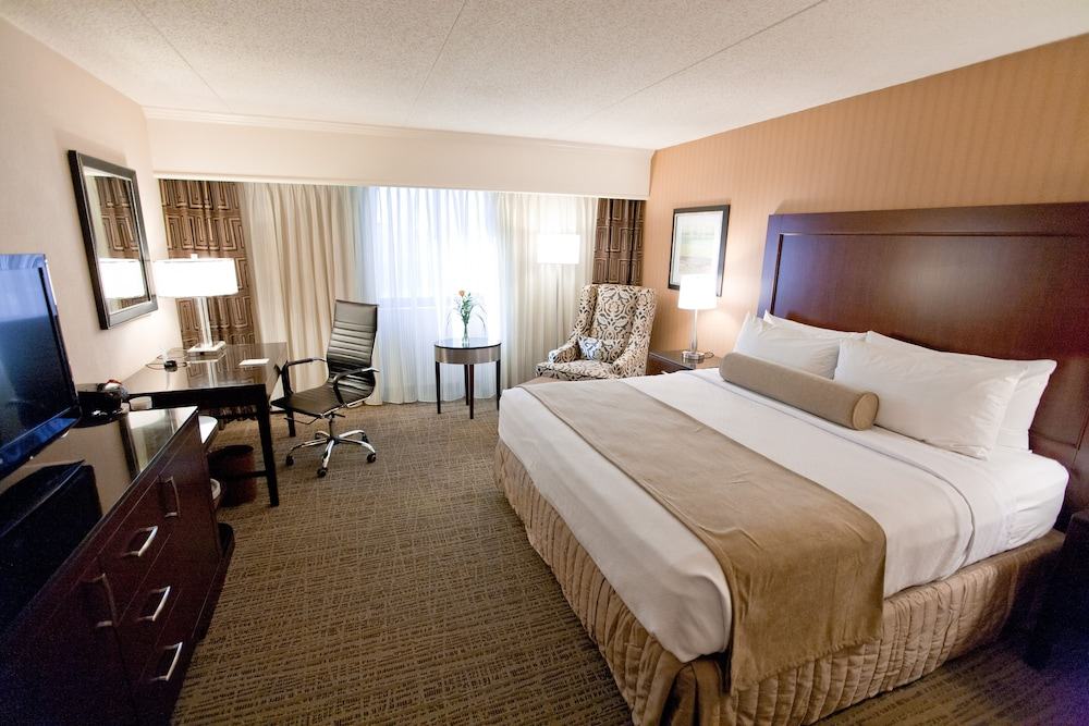 Featured Image, Crowne Plaza St. Louis Airport