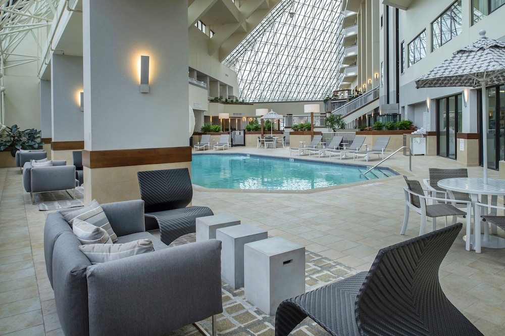 Pool, Crowne Plaza St. Louis Airport