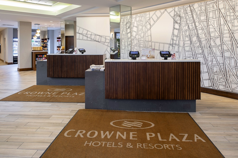 Lobby, Crowne Plaza St. Louis Airport