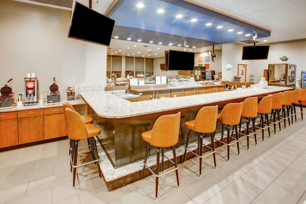 Bar, Comfort Inn Conference Center