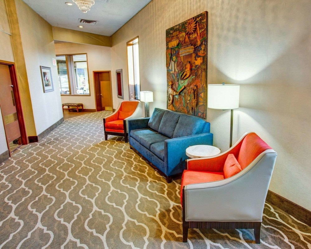 Lobby Sitting Area, Comfort Inn Conference Center