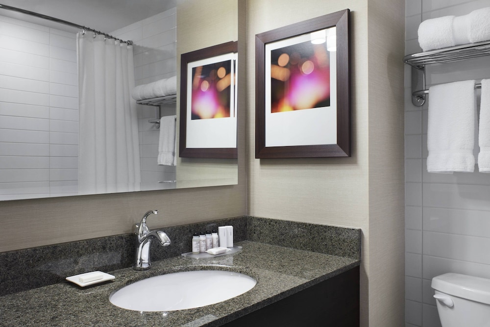 Bathroom, Delta Hotels by Marriott Beausejour