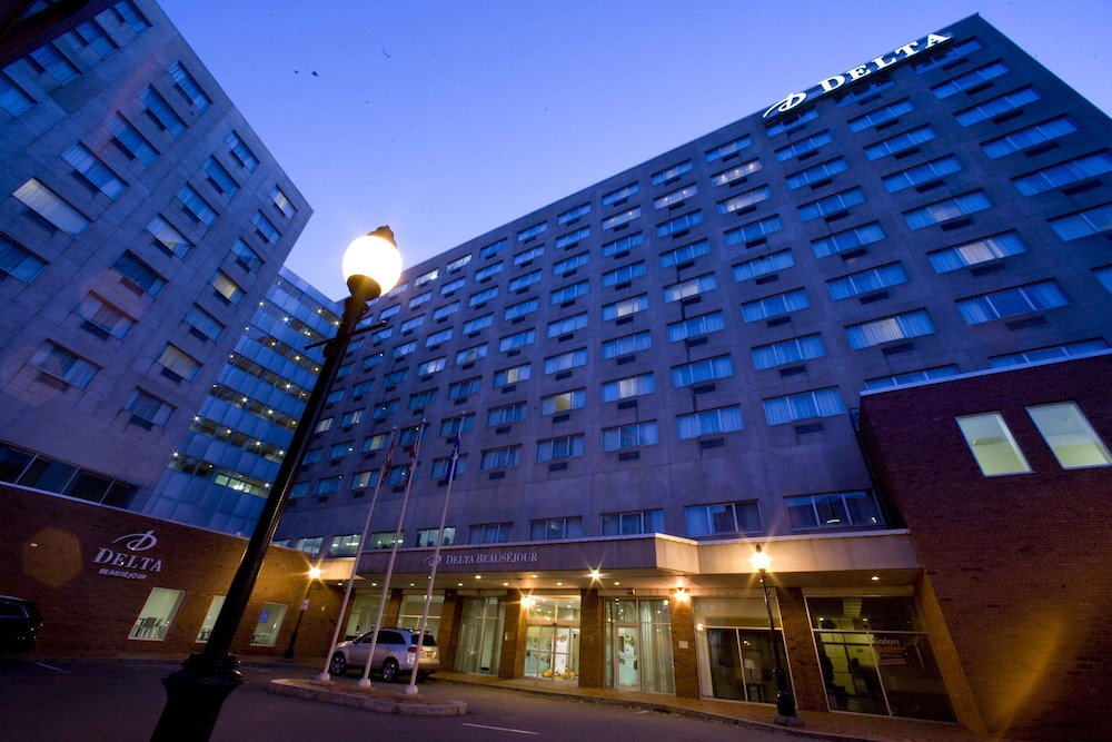 Front of Property - Evening/Night, Delta Hotels by Marriott Beausejour