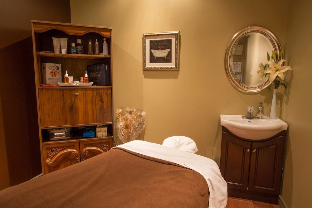 Massage, Delta Hotels by Marriott Beausejour