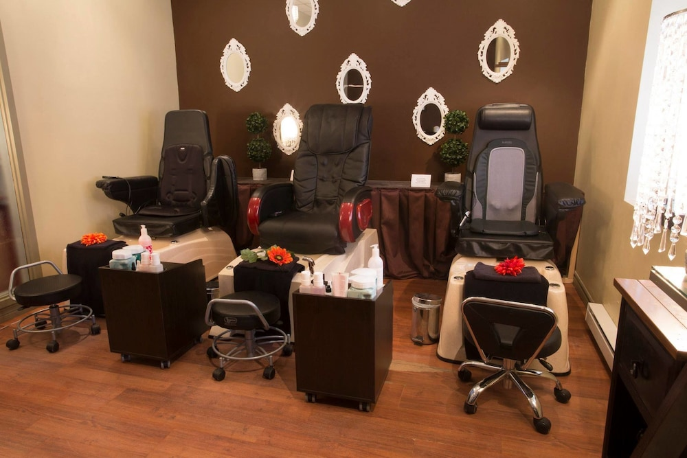 Nail Salon, Delta Hotels by Marriott Beausejour