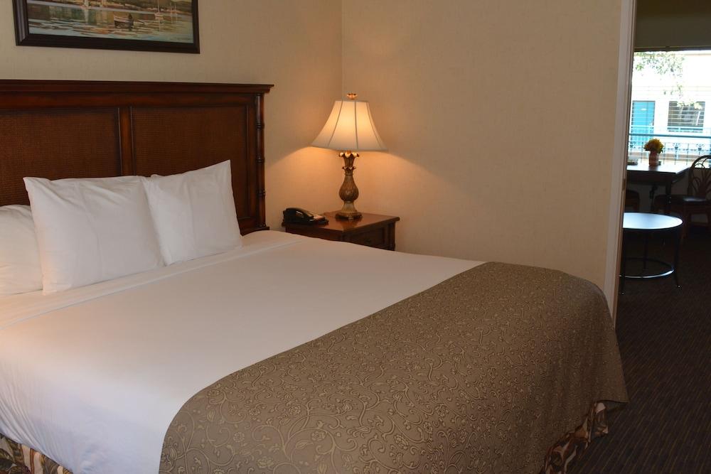 oxford suites pismo beach 2019 room prices 105 deals. Black Bedroom Furniture Sets. Home Design Ideas