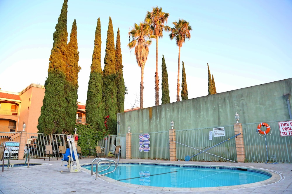 Pool, Travelodge by Wyndham Pasadena Central