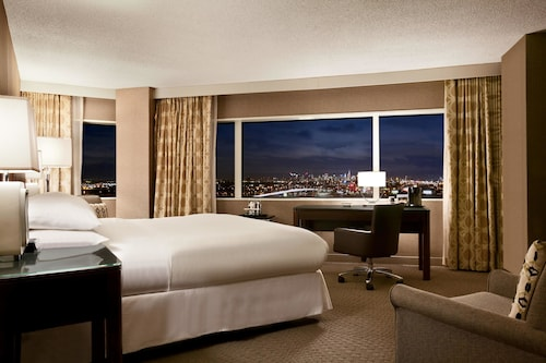 Check Expedia for Availability of Hilton Meadowlands