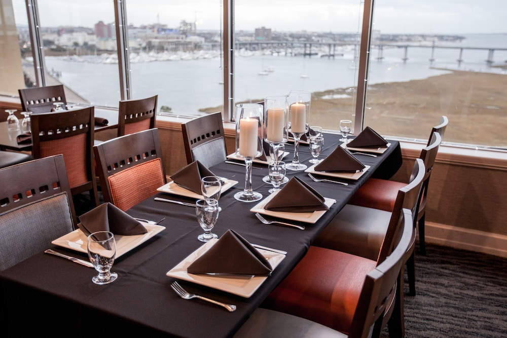 Dining, Holiday Inn Charleston Riverview, an IHG Hotel