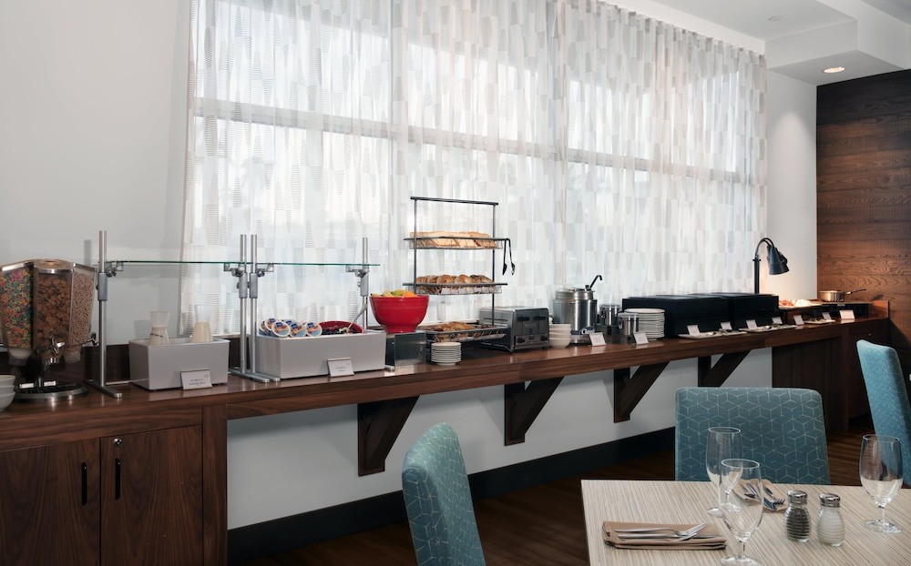 Breakfast Area, Four Points by Sheraton Fort Lauderdale Airport/Cruise Port