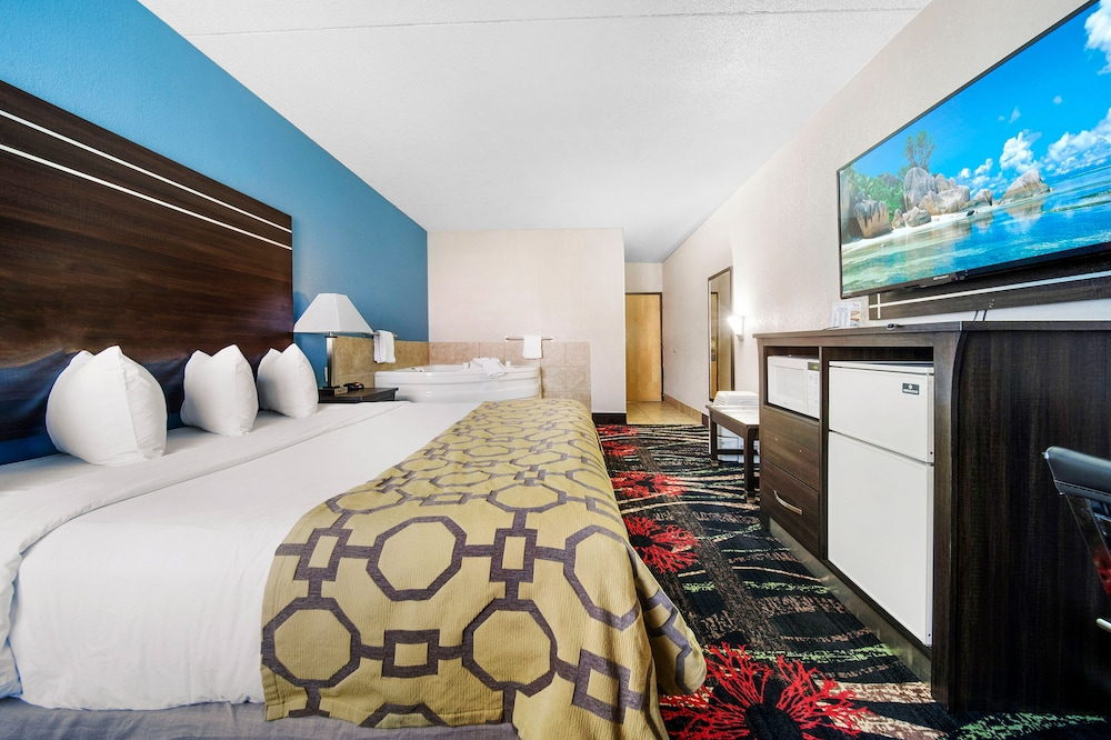 Room Amenity, Baymont by Wyndham Muncie Near Ball State University
