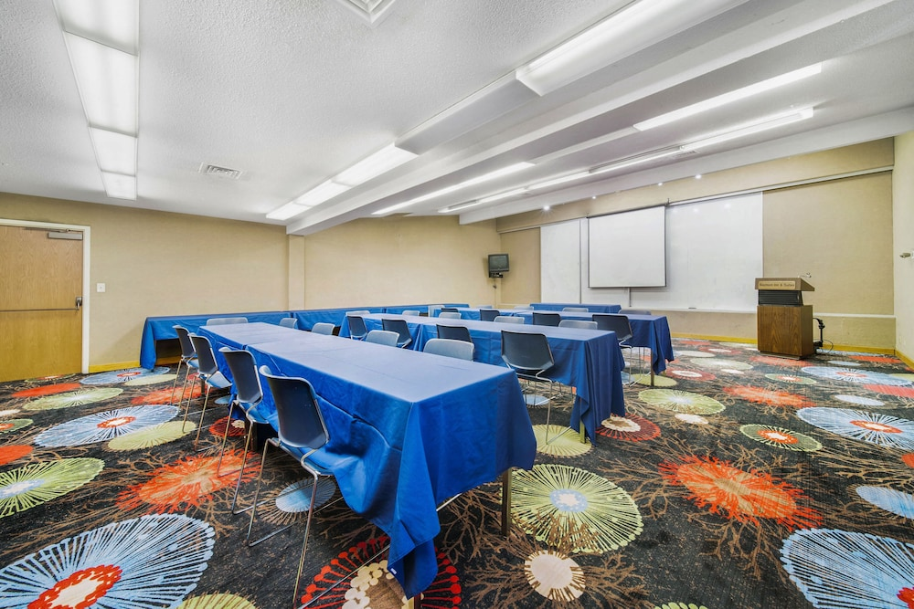 Meeting Facility, Baymont by Wyndham Muncie Near Ball State University