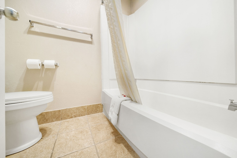 Bathroom Amenities, Baymont by Wyndham Muncie Near Ball State University