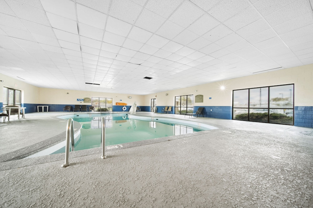 Indoor Pool, Baymont by Wyndham Muncie Near Ball State University