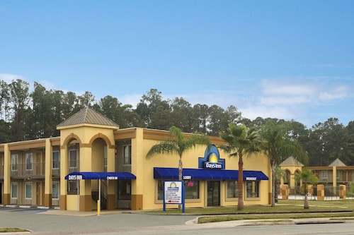 Great Place to stay Days Inn by Wyndham Brunswick/St. Simons Area near Brunswick