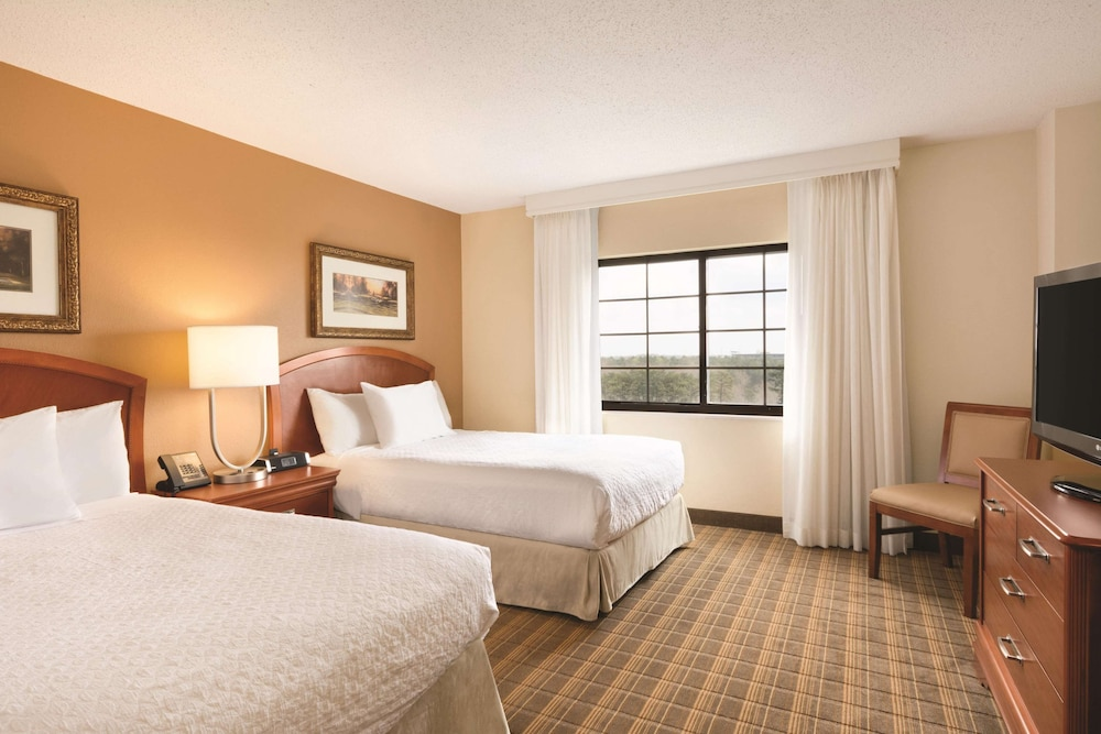 Room, Embassy Suites Greenville Golf Resort & Conference Center
