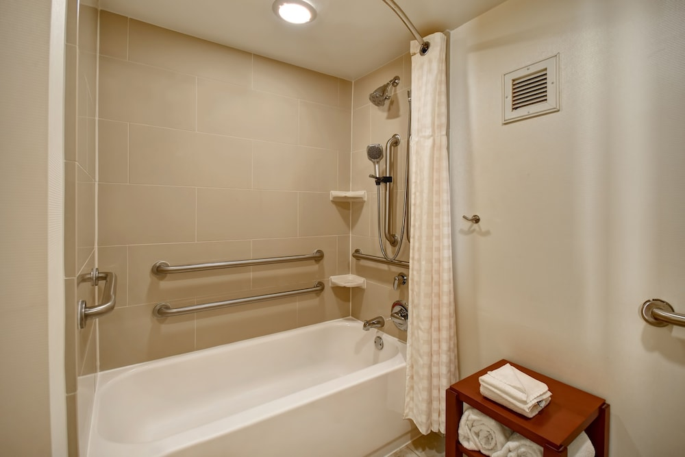 Bathroom, Embassy Suites Greenville Golf Resort & Conference Center