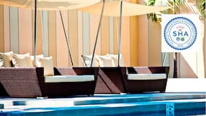 Outdoor pool, open 7:00 AM to 9:00 PM, free pool cabanas, pool umbrellas