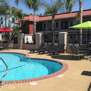 Days Inn & Suites Anaheim At Disneyland® Park