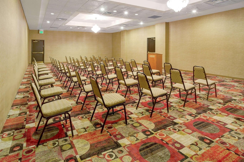Meeting Facility, Ramada by Wyndham Englewood Hotel & Suites