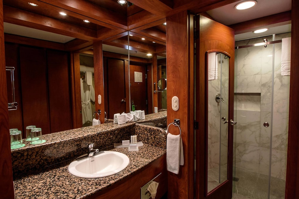 Bathroom, Courtyard by Marriott Mexico City Revolucion