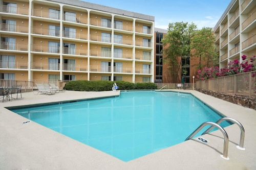 Days Inn by Wyndham Birmingham Vestavia Hills