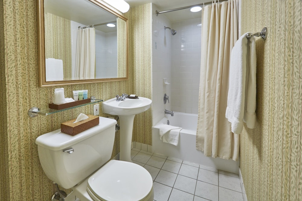 Bathroom, OHANA Waikiki Malia by Outrigger