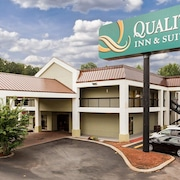 Quality Inn & Suites at Six Flags