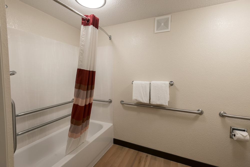 Bathroom, Red Roof Inn PLUS+ Chicago - Naperville