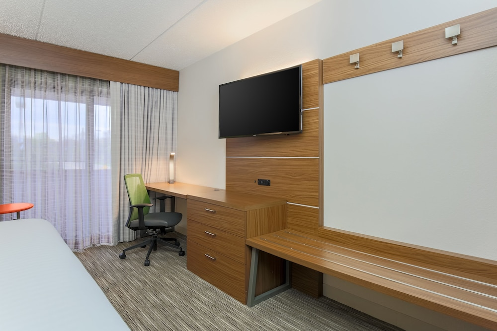 Room, Holiday Inn Express Milwaukee-West Medical Center