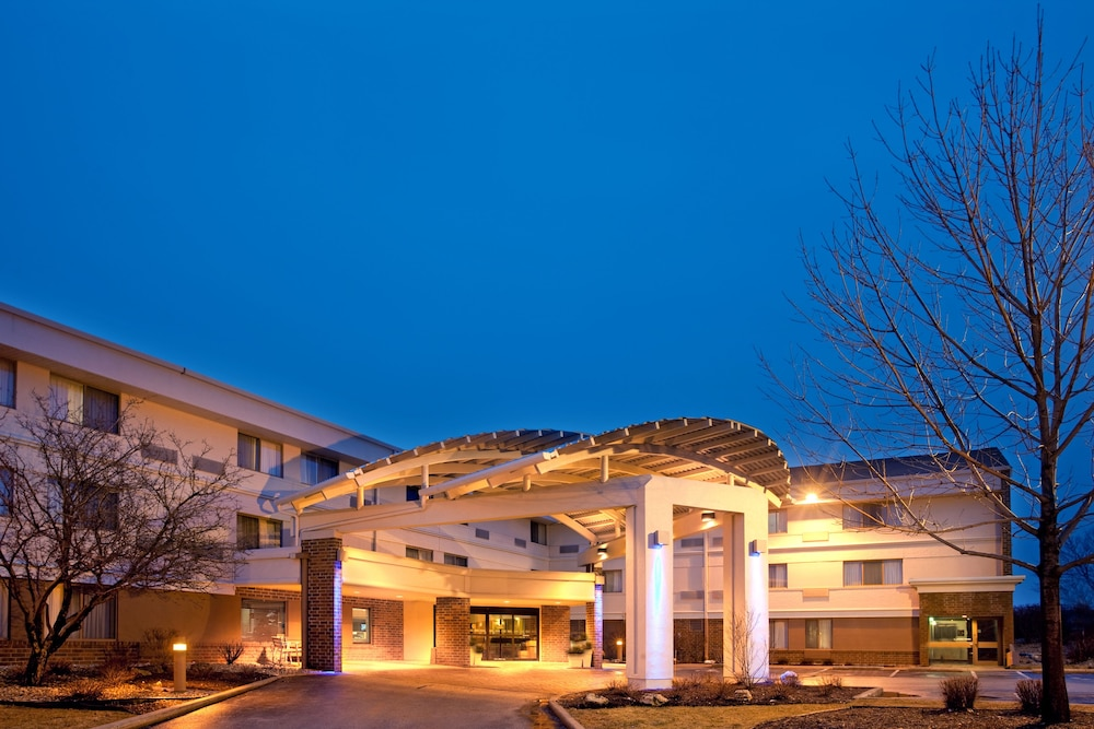 Exterior, Holiday Inn Express Milwaukee-West Medical Center