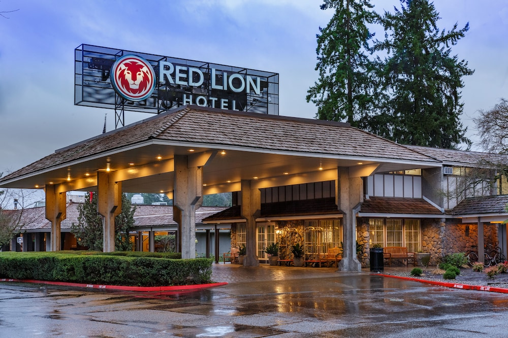 Front of Property, Red Lion Hotel Bellevue