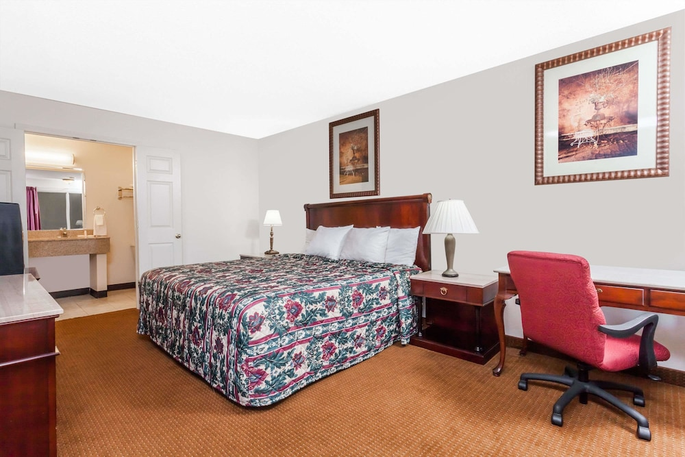 Room, Days Inn by Wyndham Owensboro
