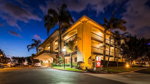 Hotels Near Santa Ana Zoo